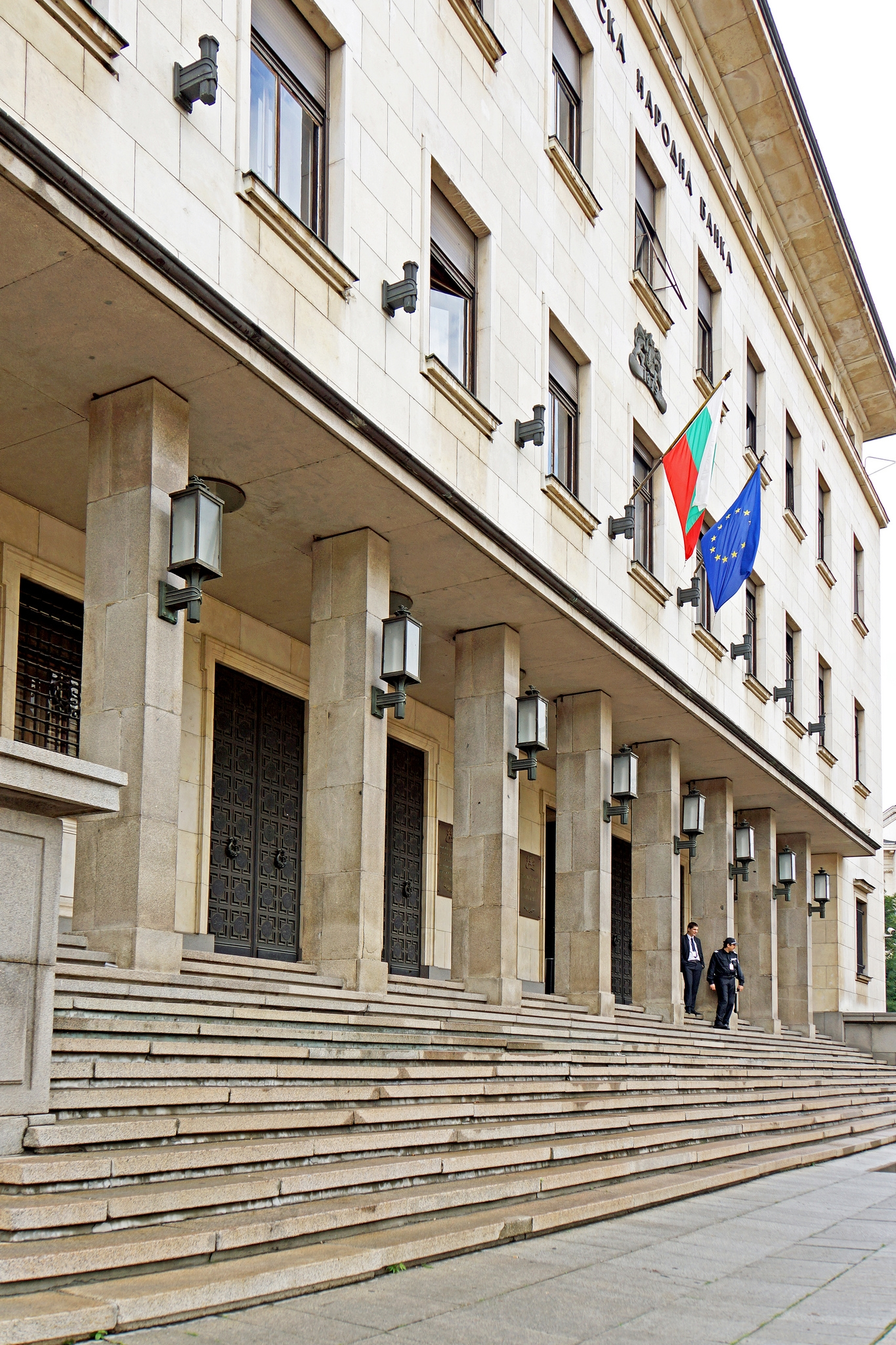 FDI in Bulgaria nearly halves in Jan-Nov