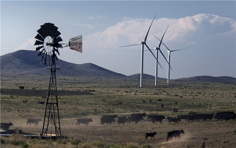 Iberdrola to commission 600 MW of US wind, solar by end-2017