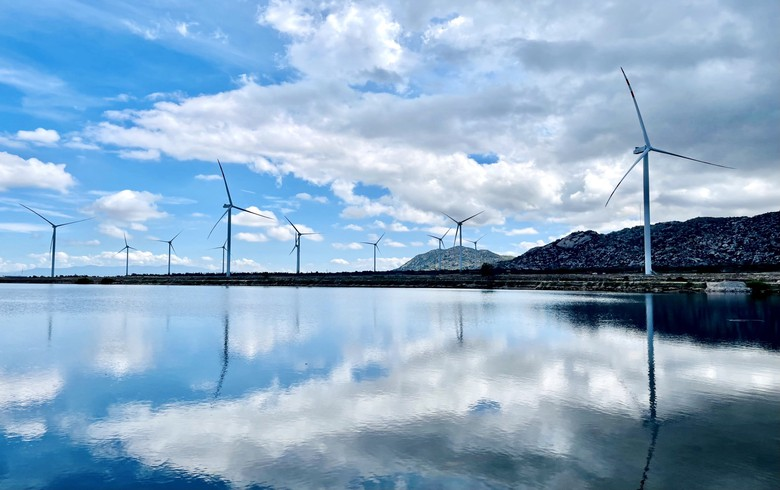 Salt production hub in Vietnam benefits from newly operational wind park
