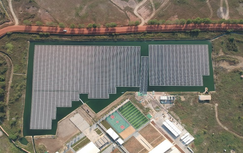 China's CECEP hooks to grid 70-MW floating solar farm