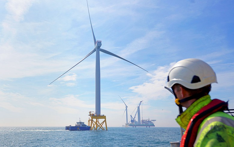 First turbine up at 714-MW East Anglia One offshore wind farm