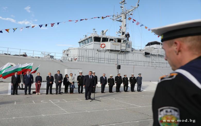 Bulgaria's defence min calls 2.7 mln euro tender for repair of naval ships