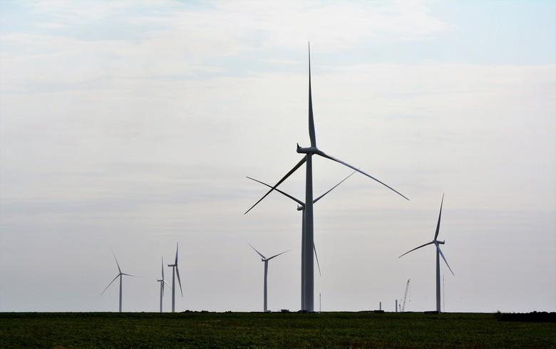 Dutch fund buys 50% in 588-MW US wind & solar portfolio from EDFR