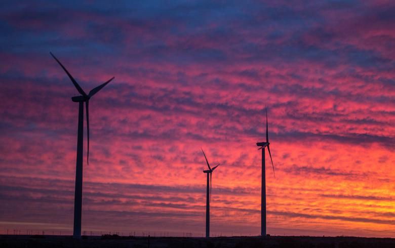 Apex Clean buys Iowa wind project, plugs in hybrid complex for US Army