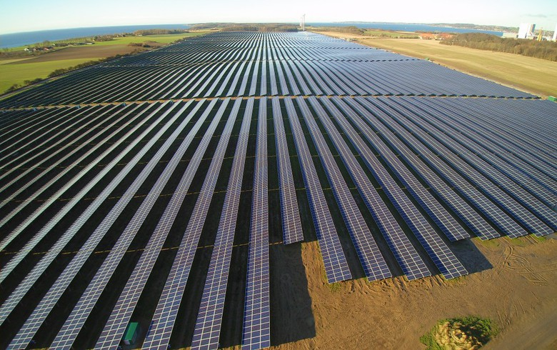 Notice to proceed issued for 300-MW solar farm in Queensland