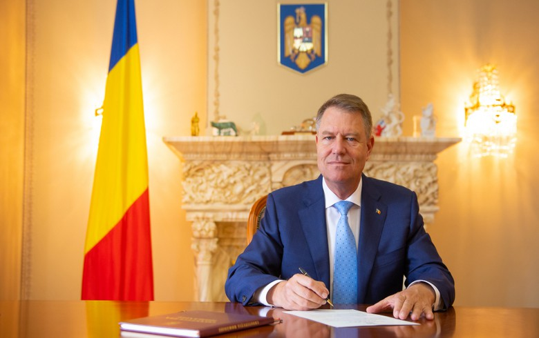 Romania's president invites parties to talks for new cabinet