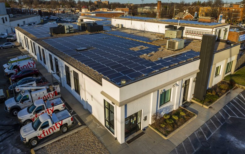 Comcast installs rooftop solar array at facility in Washington DC