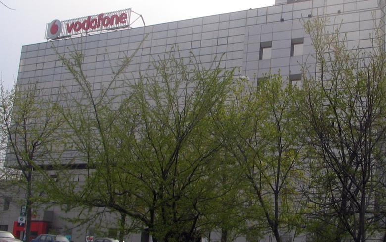 Vodafone group revenue dips over €400 million on the year