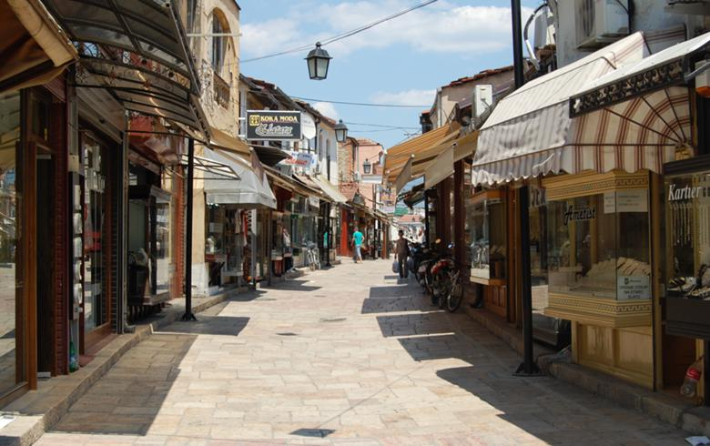 N.马其顿将宵禁时间削减了Covid-19措施的部分缓解