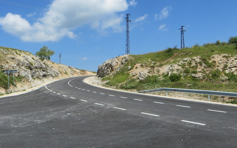 Bulgaria's PST Group led tie-up inks 9.8 mln euro road maintenance deal