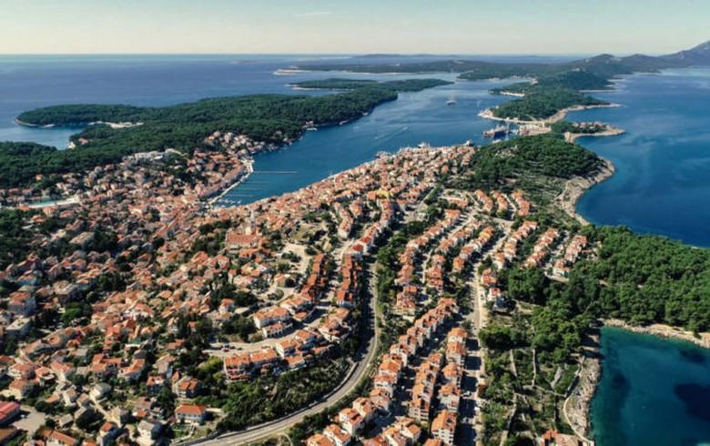 Croatia's Losinjska Plovidba cuts share capital by 46% to cover loss