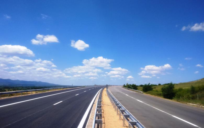 Bulgarian tie-up signs 9.4 mln euro road maintenance deal