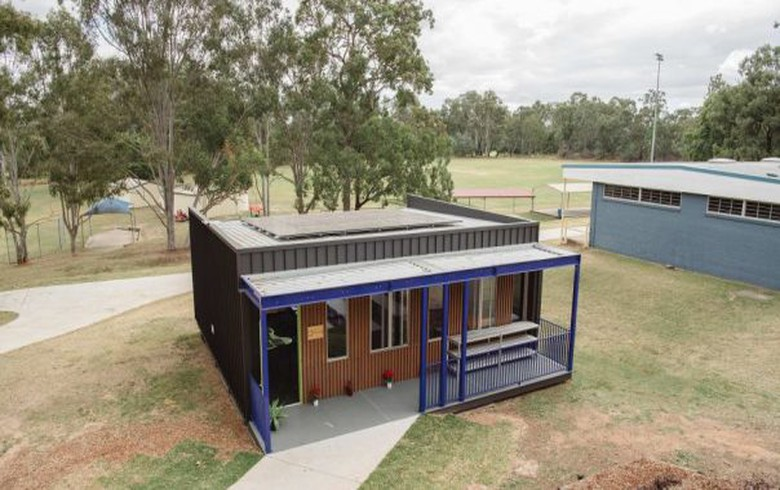 Solar-and-battery powered classroom trialled in Australia