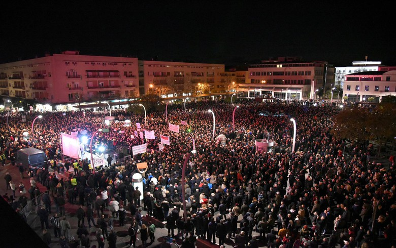 Anti-govt rally in Podgorica gathers 20,000