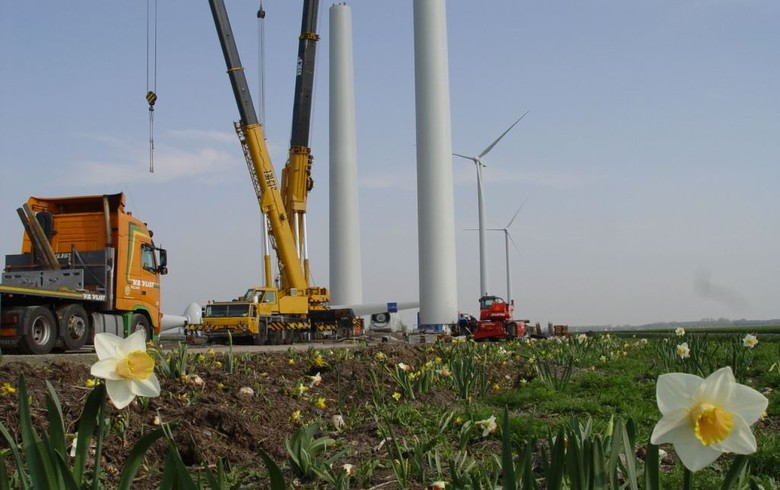 Merkel backs compensation payments for wind turbine neighbours
