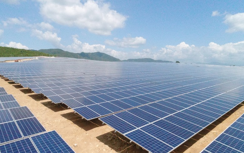 IFC backs Philippine green bond issue with Vietnamese solar in mind