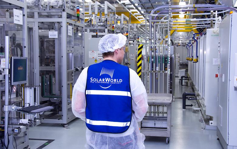 SolarWorld draws plan to boost competitiveness, incl 400 layoffs