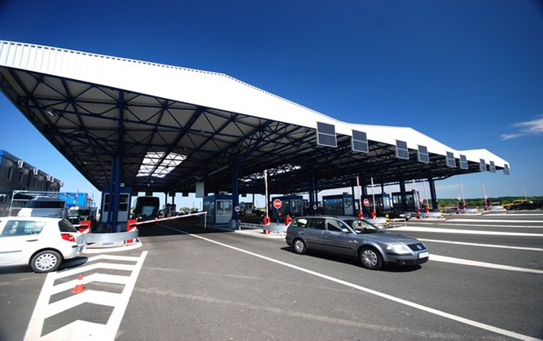 Serbia closes border crossings for passenger traffic over coronavirus
