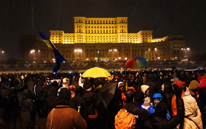Tens of thousands protest against corruption in Romania