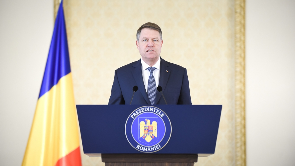 Romanian president urges govt to solve crisis, sees no need for snap vote
