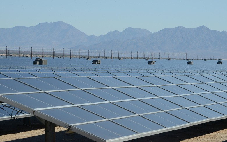 First Solar sees lower 2020 sales, reviews US project development ops