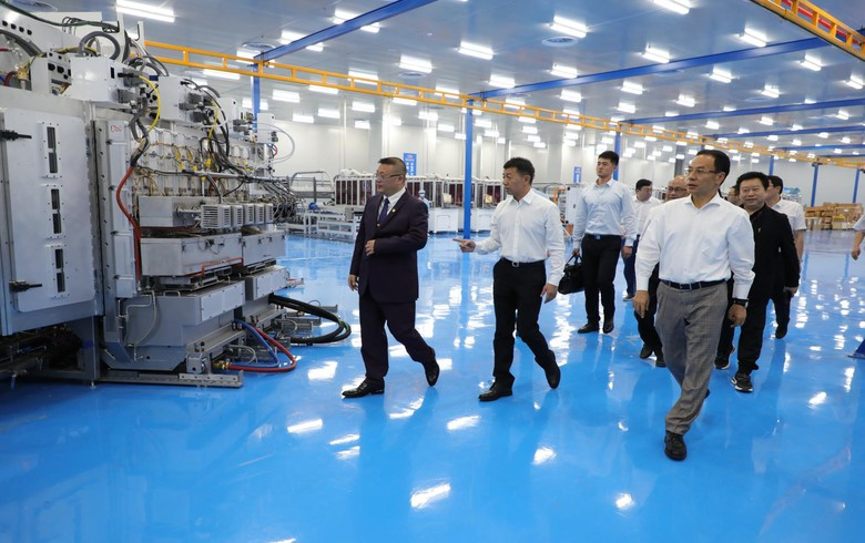 Hanergy inaugurates automated solar roof tile production line in China