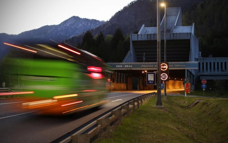 Slovenia's motorway operator extends bidding deadline for Karavanke tunnel - report