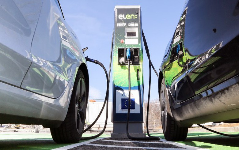 Canada funds construction of 160 EV chargers in Ontario