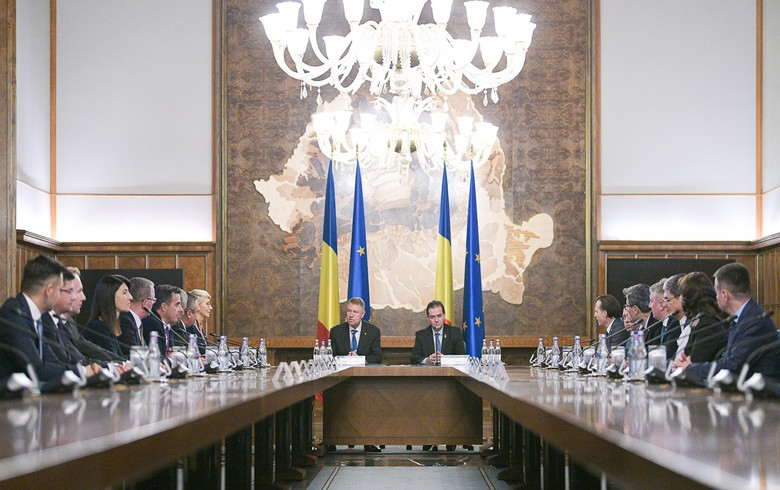 Moldova's PM reshuffles cabinet to include Democratic Party ministers