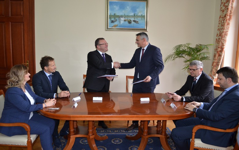 Bosnia's Brcko signs MoU on 255 mln euro initiative with Studen Holding