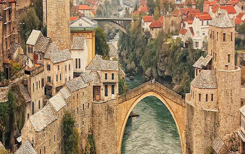 Bosnia opens borders to neighbours, restarts passenger air transport