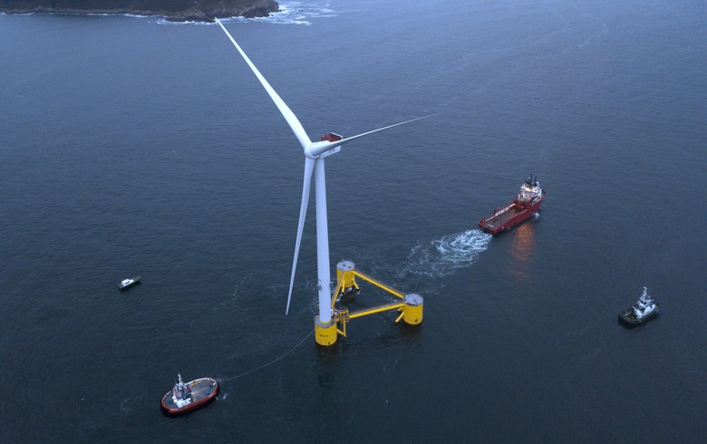 First floating platform sails to WindFloat Atlantic site